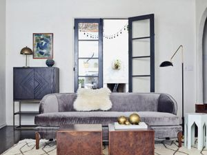 5 Essentials for a Laid-back Midcentury Living Room