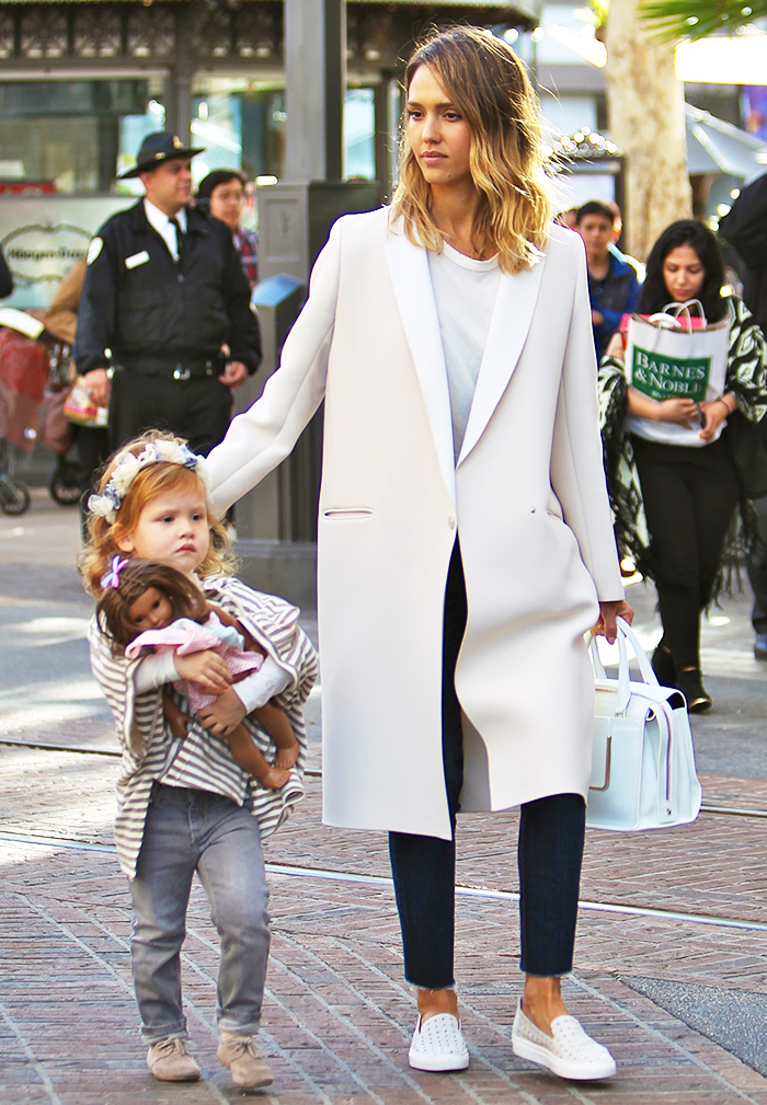The Foolproof Mom Wardrobe A Jessica Alba Case Study