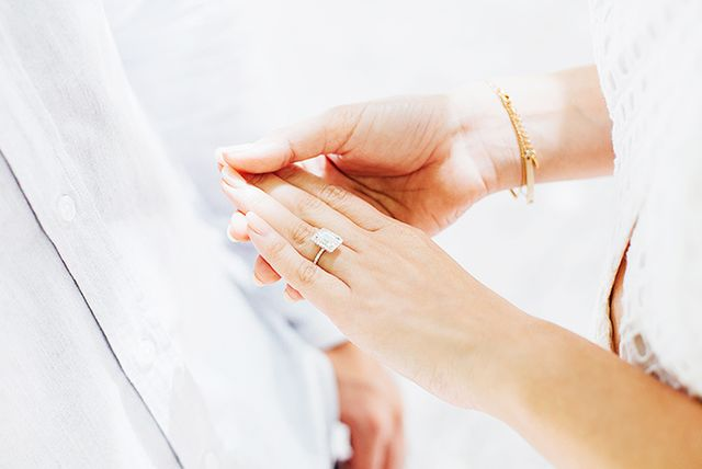Next up, read 5 tricks to make your enagement ring bigger, and watch the below video ofKate Bosworth as she seesher wedding dress for the first time!