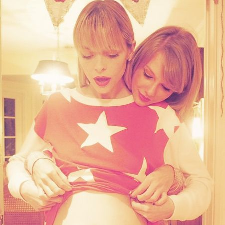 """Jaime King """"Always Knew"""" Taylor Swift Would Be Her Child's Godmother"""