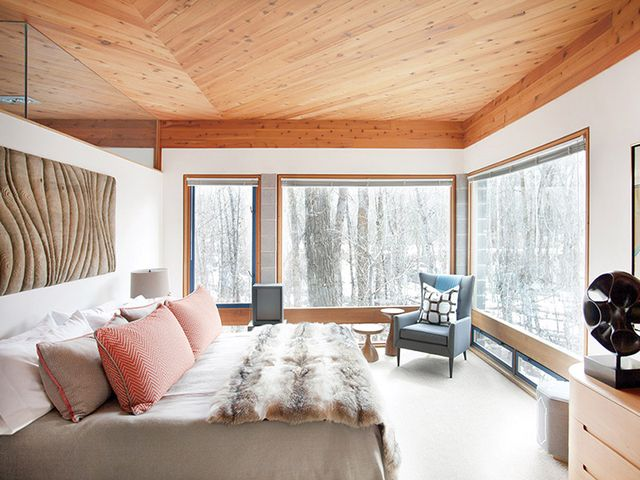 Home tour an artful aspen cabin by hillary thomas mydomaine for Tom hoch interior designs inc