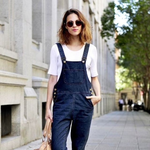 7 Casual Cool Looks With Dark Denim Overalls