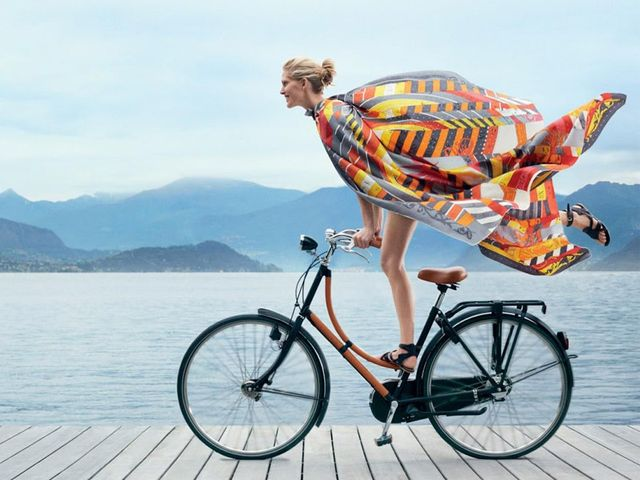 9 must haves for the stylish cyclist mydomaine. Black Bedroom Furniture Sets. Home Design Ideas
