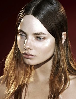 4 Edgy High-Shine Beauty Looks For Spring