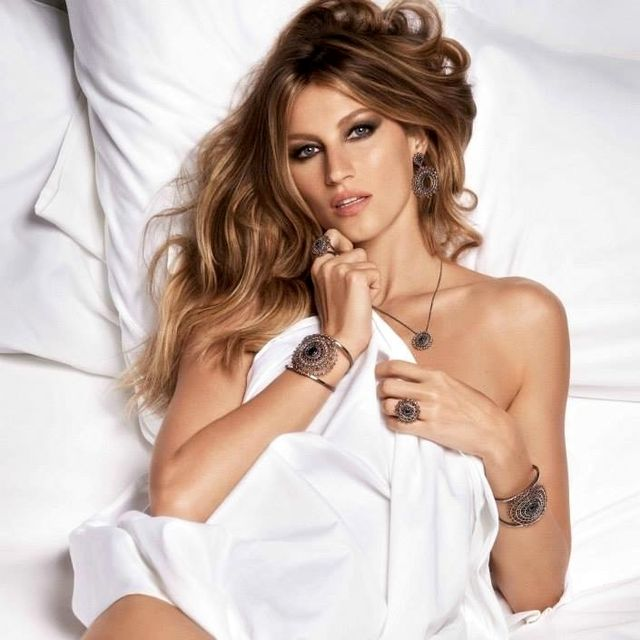 Gisele Bündchen Poses in Nothing But Bedsheets and Jewelry for Vivara