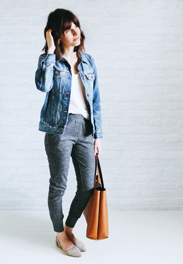 Jean jacket + White t-shirt + Jogging pants + Pointed-toe flats