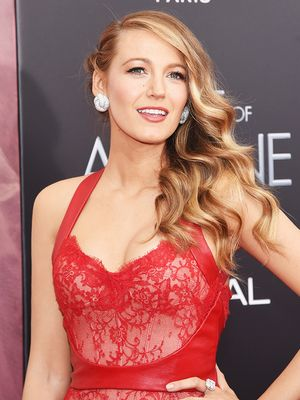 Blake Lively Color Coordinates Entire Outfit and Launches New Hashtag