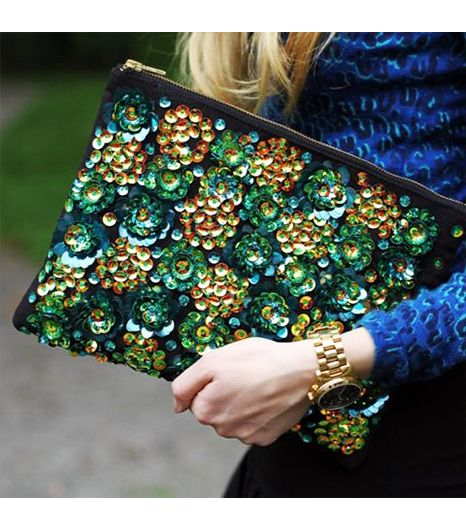 Carolinaengman is wearing: ASOS bag.