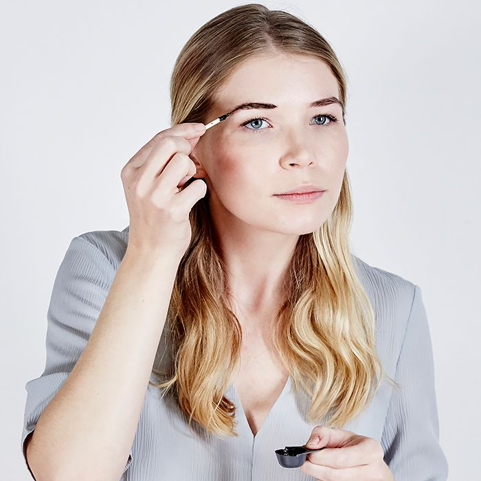 How to tint your eyebrows at home byrdie solutioingenieria Gallery