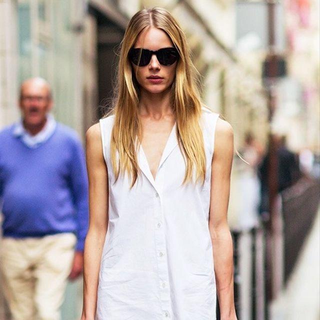 Model-Off-Duty Style: A Downtown-Cool Take on the White Shirtdress
