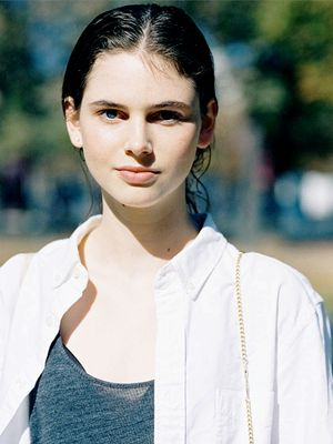A Model Off Duty–Inspired Way to Wear Your White Button-Down