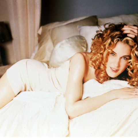 5 Iconic Carrie Bradshaw Outfits to Inspire Your Summer Style