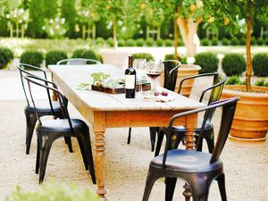 7 Totally Exquisite Outdoor Dining Rooms