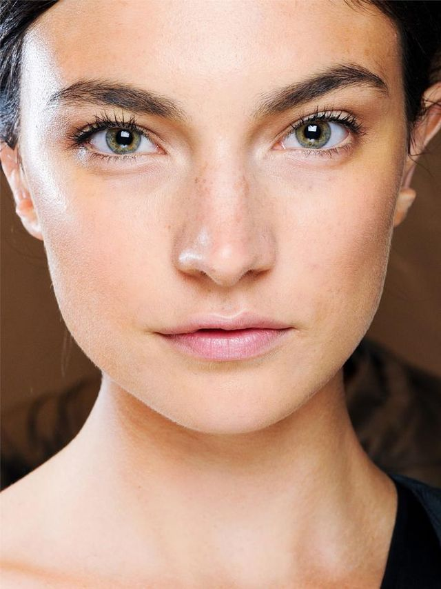 How to Wear Foundation and Look Natural