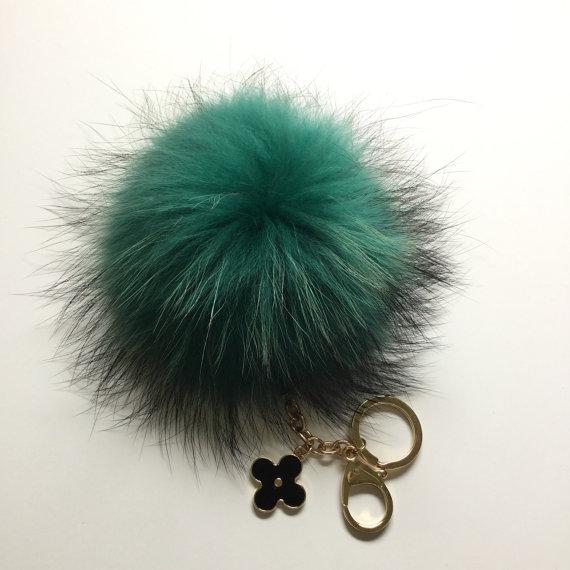 YogaStudio55 Fur Pom Pom Keychain