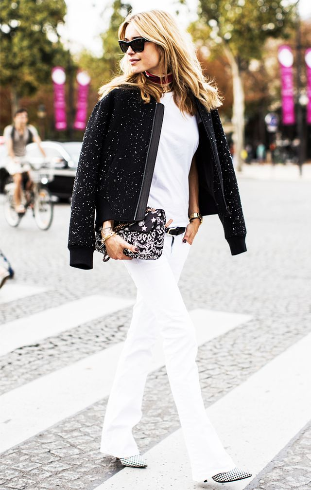 4. Pair it with similar white jeans.