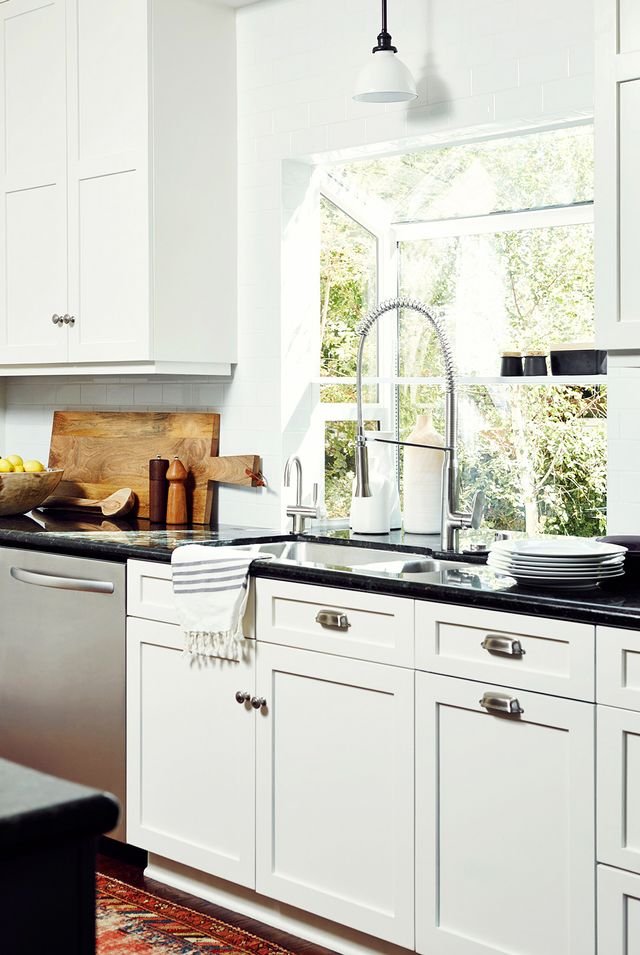 The best paint colors for your kitchen according to the for Current paint colors for kitchens