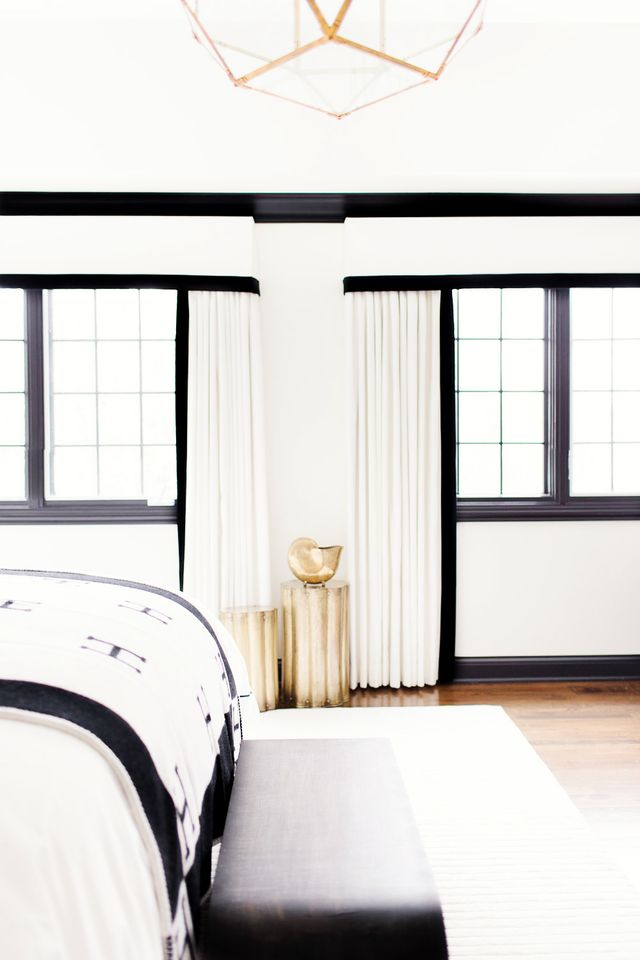 5 white paints interior designers love mydomaine. Black Bedroom Furniture Sets. Home Design Ideas
