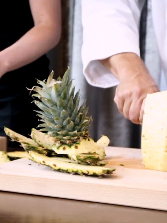 how to cut up a pineapple video
