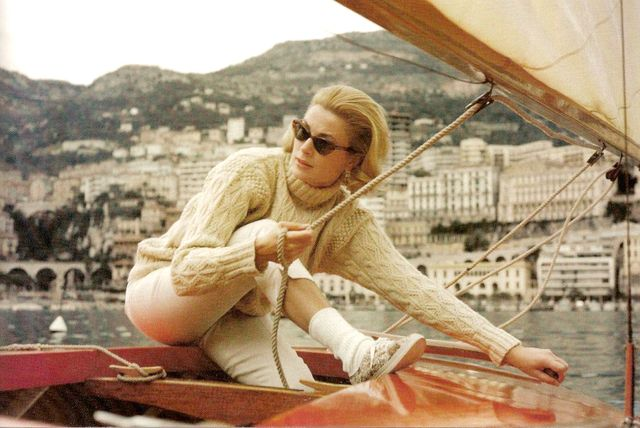 Grace Kelly sailing in a cable-knit sweater and cat-eye sunglasses? Nothing could be chicer.