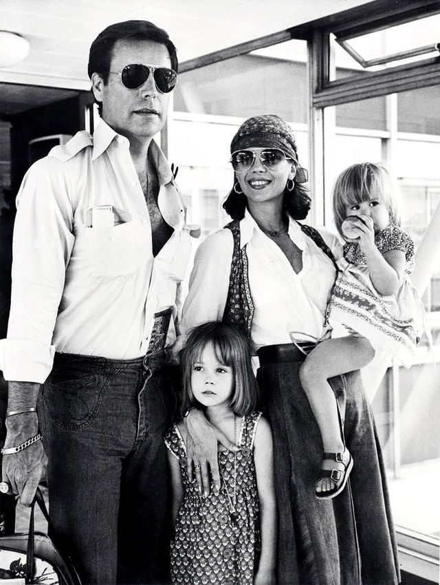 Actress Natalie Wood seems to prove that air travel with a young family can look miraculously effortless.