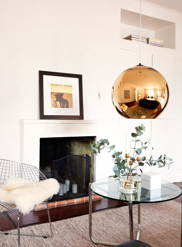 Hung low above a glass accent table, this copper Tom Dixon pendant defines a cozy and stylish seating area.