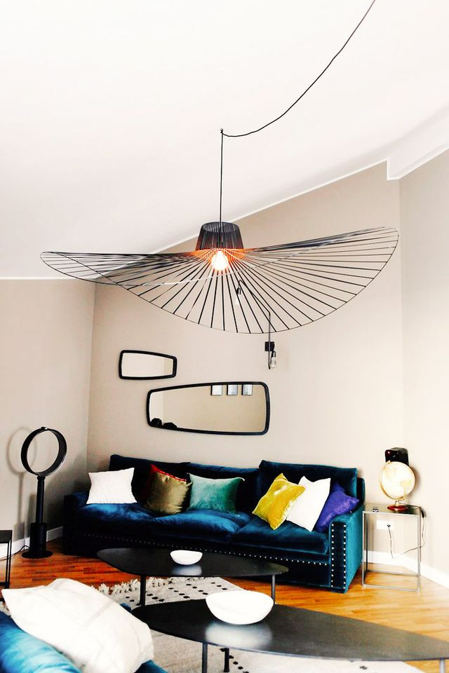 Who really needs wall art when your chandelier has a unique and surprising form?