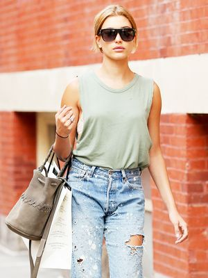 Oversized shirt fashion trends and celebrity style for Celebrity t shirts wholesale
