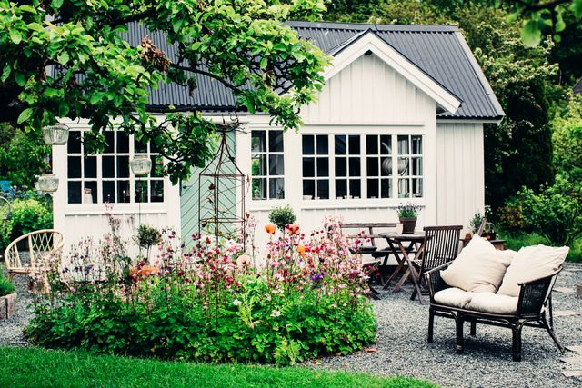 For the full tour, visit Lovely Life.  Do you love the romantic vibe of this Swedish cottage? Share your thoughts in the comments.