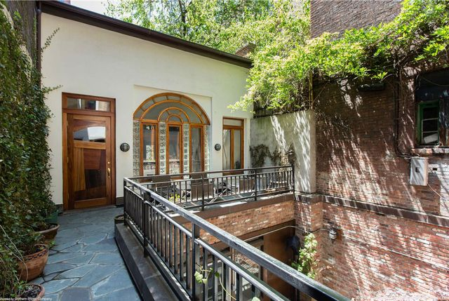 Listing: 112 Waverly Place by Danielle Sevier and Raphael De Niro at Douglas Elliman  RELATED:   Norah Jones Is Buyer of $6.25M Eat, Pray, LoveCarriage House in Cobble...