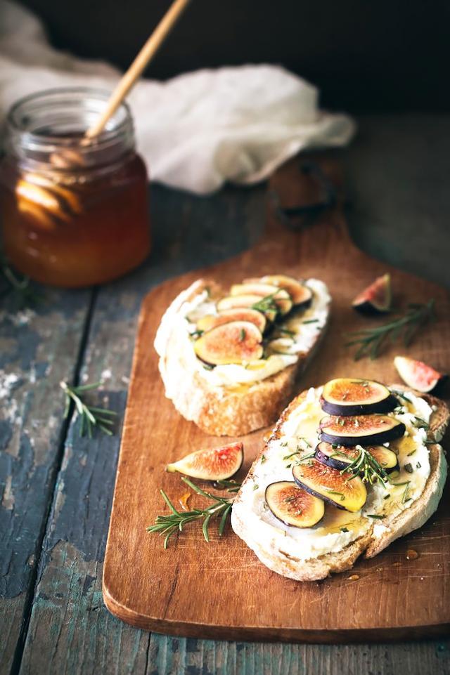 Fig, Rosemary, Goat Cheese Tartines