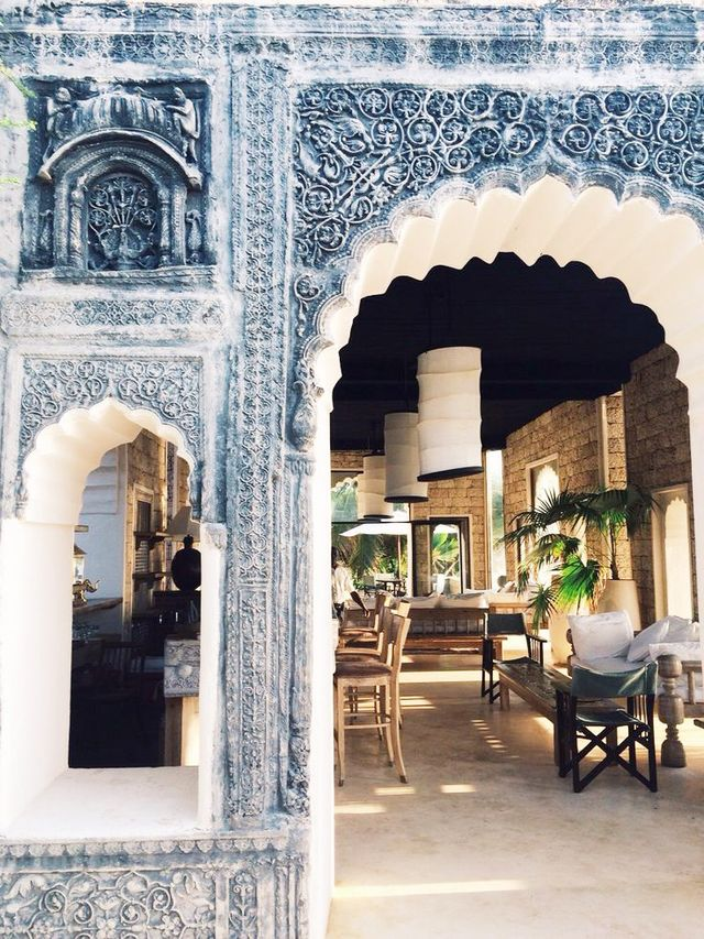 It's no surprise that this vision of bohemian beauty comes from designerJustina Blakeney. Though its exact location is unknown, we're swooning over the Moroccan-style tiles and...