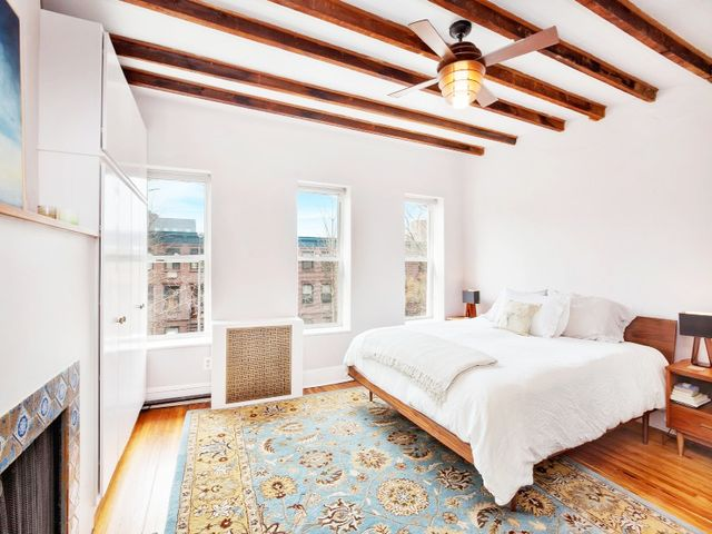 What's less likely is that Cannavale and Byrne, best known for her role in Bridesmaids, wouldbuy the 2,000-square-foot home—but, asThe Real Deal first reported,...