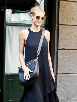 all black aviator sunglasses xqyx  Heidi Klum's Secret to Wearing All Black Without Looking Boring