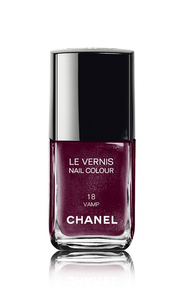 Chanel Le Vernis Nail Colour in Vamp