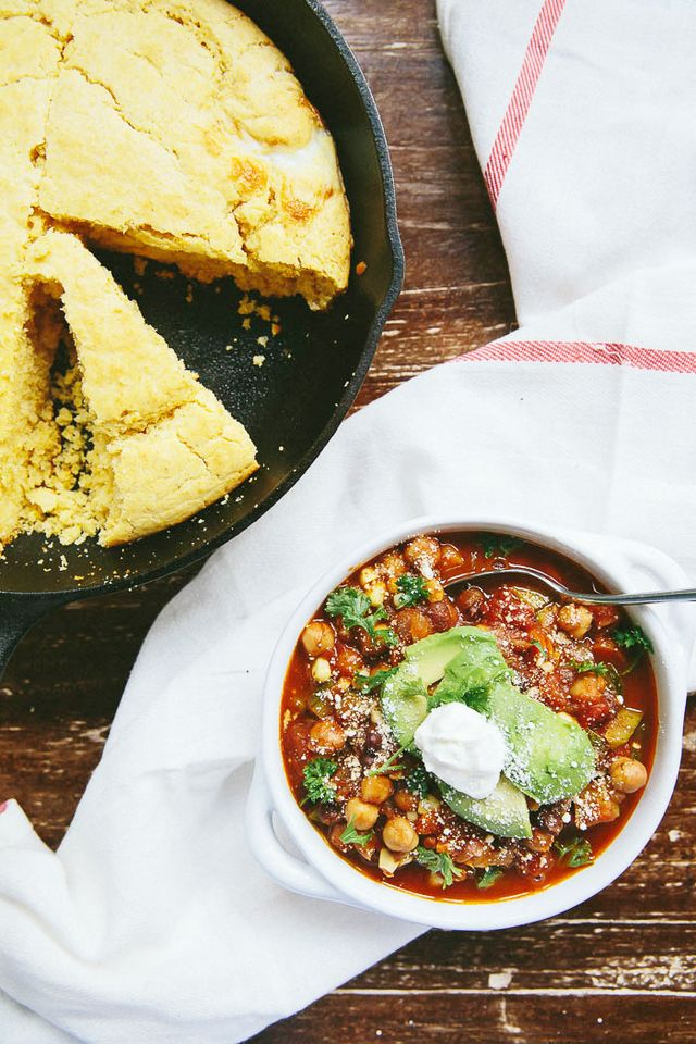 Vegetarian Chili and Skillet Cornbread