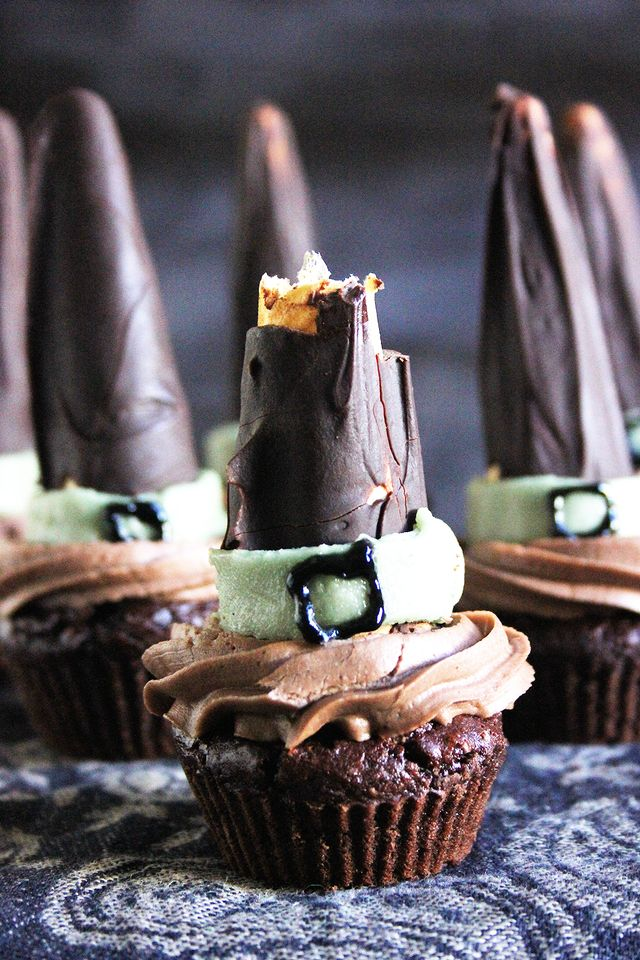 Mint Chocolate Witch Hat Cupcakes