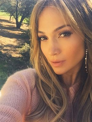 Jennifer Lopez's Trick for Taking Perfect Selfies Is Kind of Brilliant