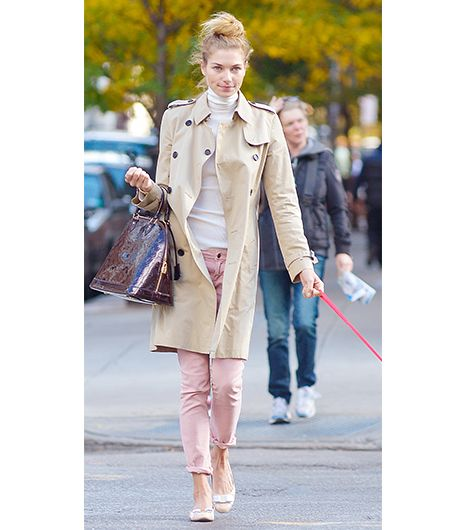 Jessica Hart  If you consider yourself a feminine girl at heart, refer to the Australian model's Upper East Side look for inspiration. Her Burberry Prorsum Mid-Length Cotton Gabardine...