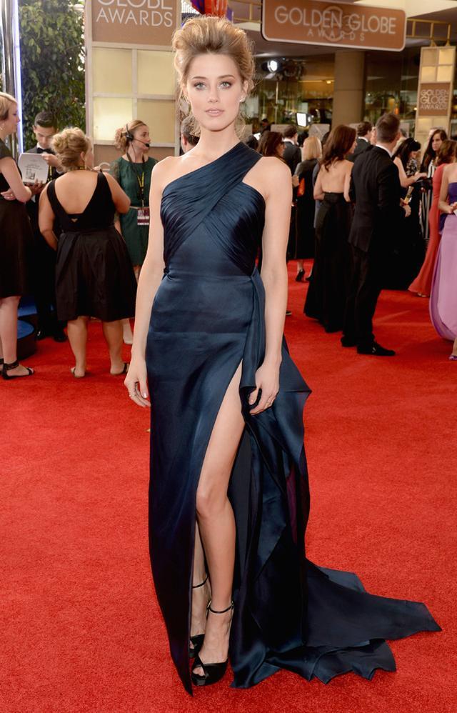 WHO: Amber Heard WHAT: Presenter WEAR: Versace dress; Graziela Gems ear cuff; Danna Rebecca Designs ring; EF Collection ring; Versace clutch; Jimmy Choo New Mariah sandals.