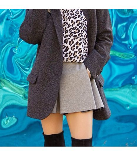Thefashionsight is wearing: Equipment sweater, Zara skirt, H&M coat.