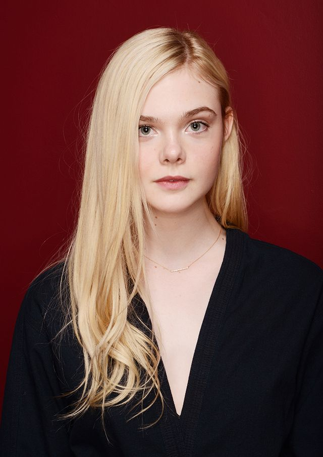 Elle Fanning   A delicate diamond bar like Fanning's is ideal for the understated lady.