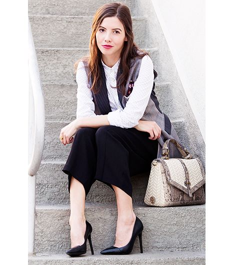 Wearing a shoe with an exposed top of foot is a must for pulling off a voluminous trouser. It elongates the leg, which is key, especially for petite girls like me!