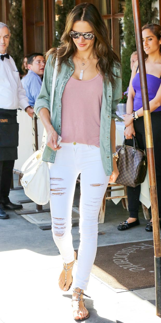 Alessandra Ambrosio's Easy-Chic Weekend Look