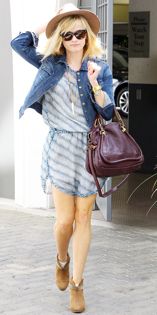 Reese Witherspoon Welcomes Spring With An Easy-Chic Look