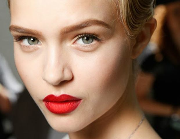 Tuesday Tip: Mattify Your Lipstick Without Powder