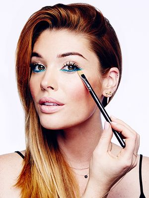 How To Apply Bright Eyeliner in 5 Easy Steps