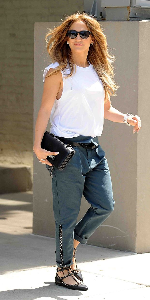 Jennifer Lopez's Slouchy Trousers Are Perfect For A Weekend Stroll