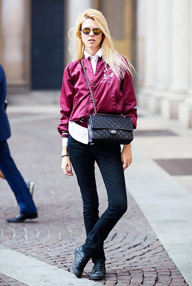 Bomber Jacket + Cross-Body Bag + Black Skinny Jeans = Feminine Accessories For The Win