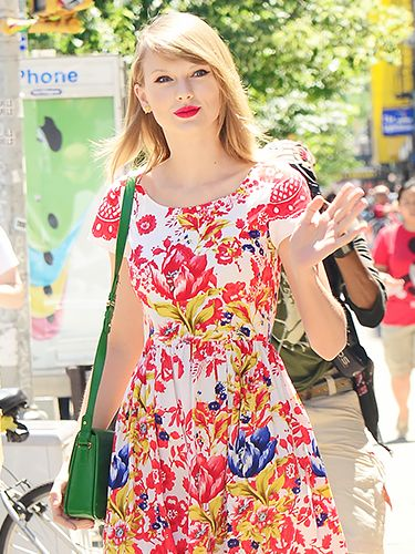 Taylor Swift's Matching Accessories: Love It Or Leave It?